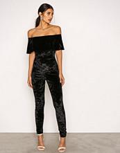 NLY One Svart Frill Velvet Jumpsuit