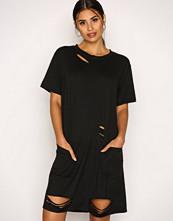 Missguided Black Distressed Pocket T Dress