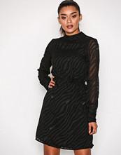 Object Collectors Item Svart Objgabrielle L/S Dress 94