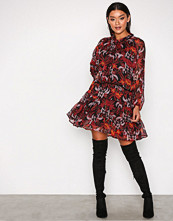 Glamorous Burgundy Winter Floral Dress