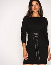 Noisy May Svart Nmphilippa L/S Lace Up Dress 8