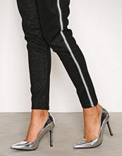 NLY Shoes Metallic Silver Slim Pump