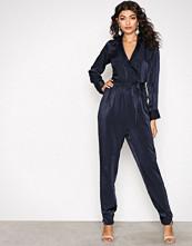 NLY Trend Mørk blå Perfect Wrap Jumpsuit