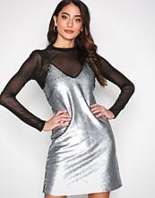 New Look Sølv Matte Sequin Slip Dress