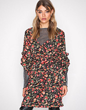 NLY Trend Flowers Wrap Shoulder Dress