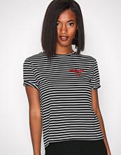 New Look Black Heartbreaker Stripe Tee