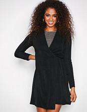 Sisters Point Svart Cofa Dress