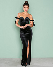 NLY Eve Svart Off Shoulder Gown