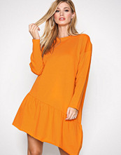 NLY Trend Orange Flounce Sweat