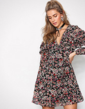 New Look Black Floral Tiered Frill Wrap Front Dress