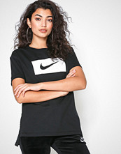 Nike Svart NSW Tee Drop Tail Swsh