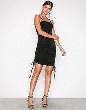 NLY One Svart Ruched Slinky Dress