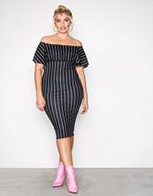 NLY One Svart/Hvit Frill Print Dress