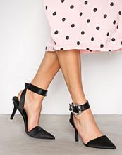 NLY Shoes Svart Buckle Heel Pump