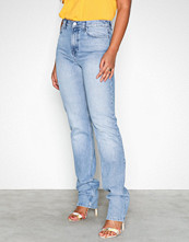 NLY Trend Blue Wash Cheeky Fit Super Long Denim