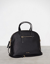 Calvin Klein Svart Dome Medium Satchel