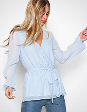 NLY Trend Lys blå Like The Wind Blouse