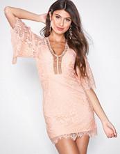 Love Triangle Korall Sway My Way Lace Mini Dress