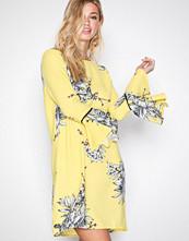 Vero Moda Gul Vmsatina Flair 7/8 Short Dress