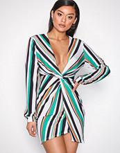 NLY One Stripes Twist Slit Print Dress