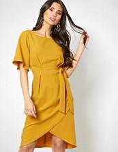 Closet Mustard Short Sleeve Midi Dress