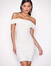 NLY One Hvit Bare Shoulder Dress