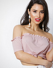 NLY Trend Rosa Off Shoulder Knot Top
