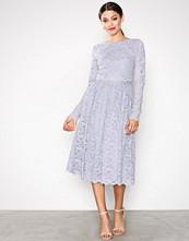 NLY One Lys grå Lace Dream Midi Dress