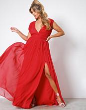 NLY Eve Rød Sharp V-Neck Gown