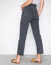 NLY Trend Svart Cheeky Fit Straight Leg Denim