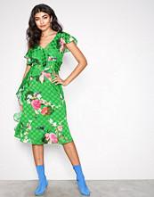 River Island Green Ruffle Waisted Dress