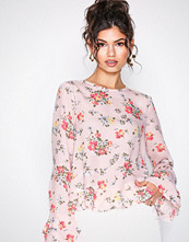 NLY Trend Rosamønstret Flowy Detailed Blouse