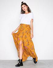 NLY Trend Gulmønstrete Wrap Tie Skirt