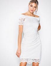 Vila Hvit Vizally Off Shoulder Dress