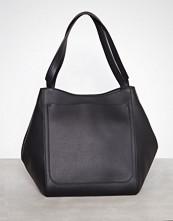 Filippa K Svart Shelby Bucket Leather Bag