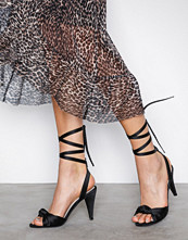 NLY Shoes Svart Lace Up Bow Sandal