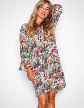 Only Svart onlMASJA Nova Lux Wide Sleeve Dress