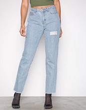 Missguided Blue Lust Bum Rip Detail Jean