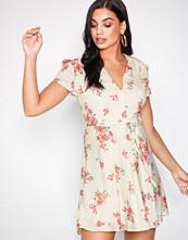 Glamorous Cream Short Sleeve Dress
