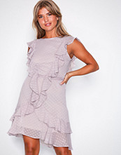 NLY Trend Greige Flirty Dress
