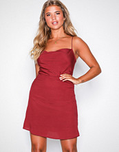 NLY Trend Vinrød Cami Dress