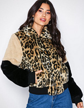 NLY Trend Fur Patch Bomber