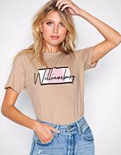 New Look Camel Williamsburg Slogan T-Shirt