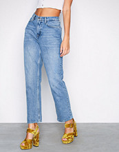 NLY Trend Mid Blue Cheeky Fit Straight Leg Denim
