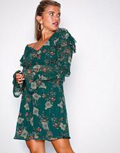 NLY Trend Grønn/Mønstrete Chic Ruffle Dress