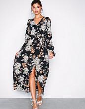 NLY Trend Svart/Mønstrete Long Wrap Dress