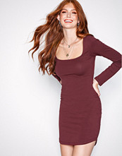 NLY Trend Burgundy Square Neck Dress
