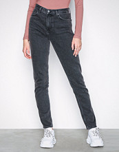 NLY Trend Washed Black Cheeky Fit Denim