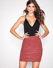 NLY One Mørk rosa Ruched Mini Skirt