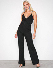NLY Trend Svart Strappy Solid Jumpsuit
